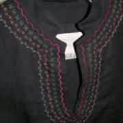 Tunika czarna do spodni z kolorowym haftem.-152