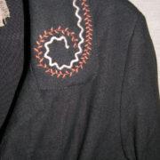 Płaszcz czarny z kołnierzem i kieszeniami.-154