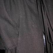 Płaszcz czarny z kołnierzem i kieszeniami.-155