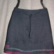 Spódnica czarna z ręcznym haftem.-0