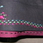 Spódnica czarna z ręcznym haftem.-279