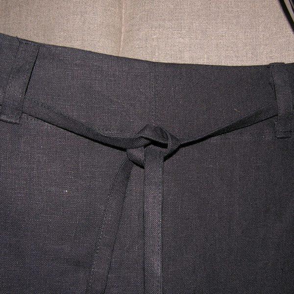 Spódnica czarna z ręcznym haftem.-280