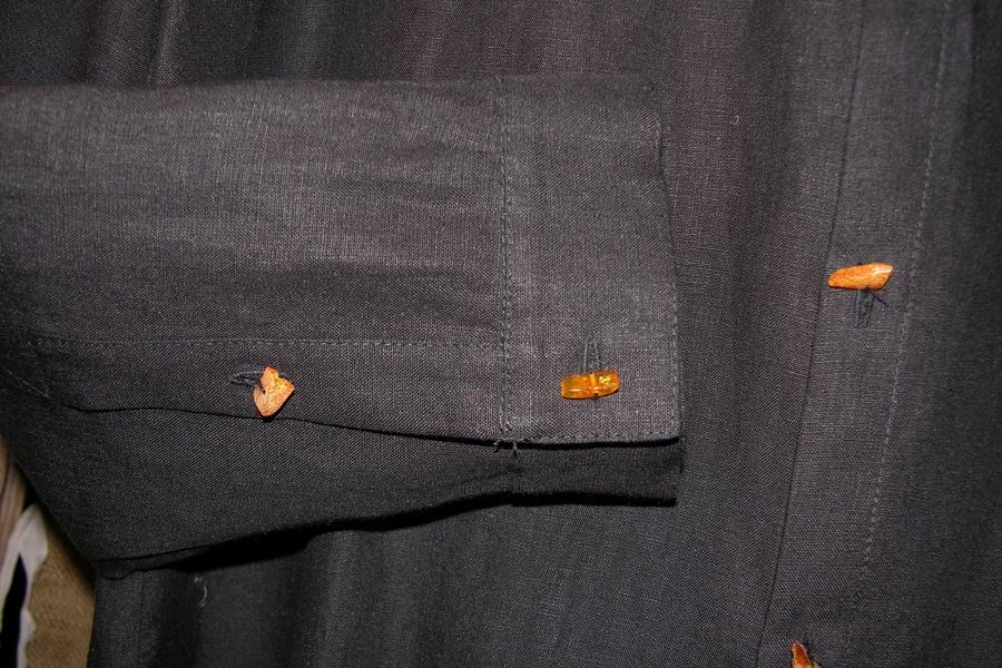 Koszula czarna ,rozpinana z bursztynowymi guzikami-33