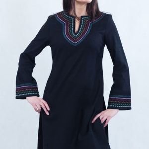 Tunika czarna do spodni z kolorowym haftem.-0