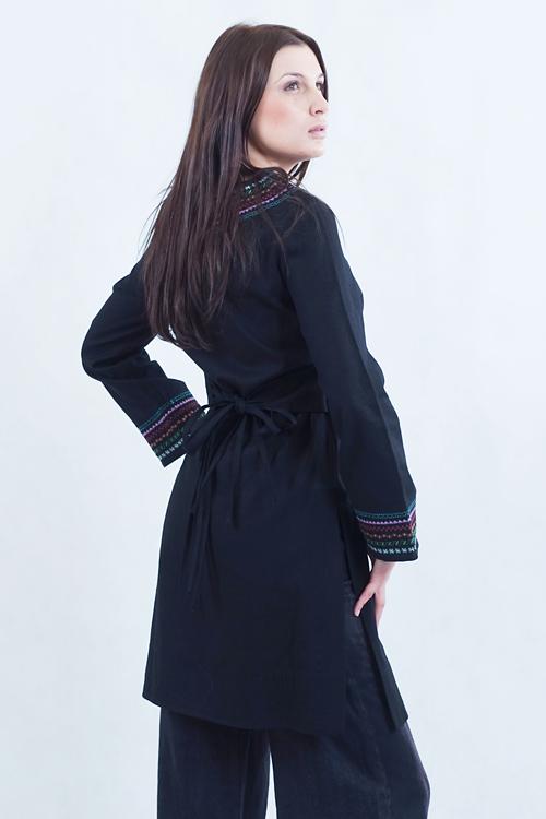 Tunika czarna do spodni z kolorowym haftem.-752