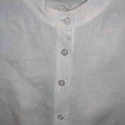 Bluzka biała na stójce, rozcięcie z przodu.-439