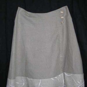 Spódnica zakładana zapinana na guziki.-0