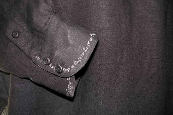 Koszula czarna ,zapinana na pętelki, mankiet marszczony.-604