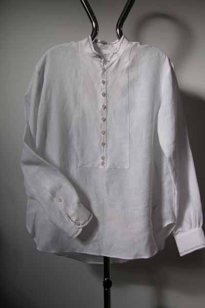 Koszula biała, zapinana na pętelki, na stójce.-0