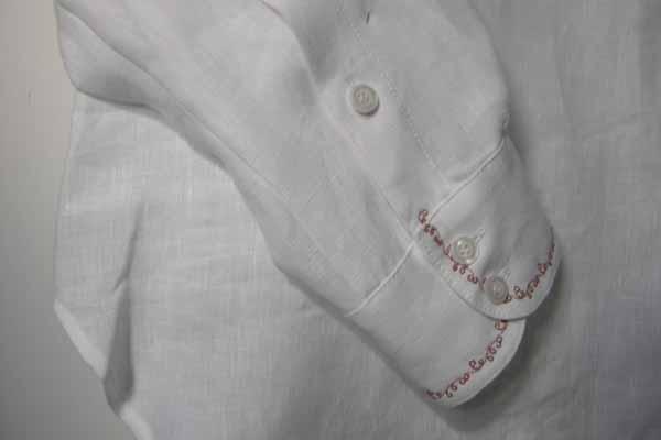 Koszula biała, zapinana na pętelki, na stójce.-600