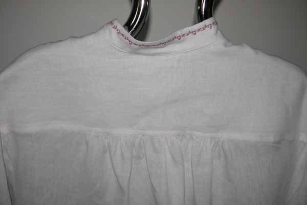 Koszula biała, zapinana na pętelki, na stójce.-621