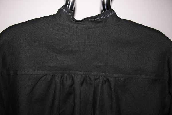 Koszula czarna ,zapinana na pętelki, mankiet marszczony.-620