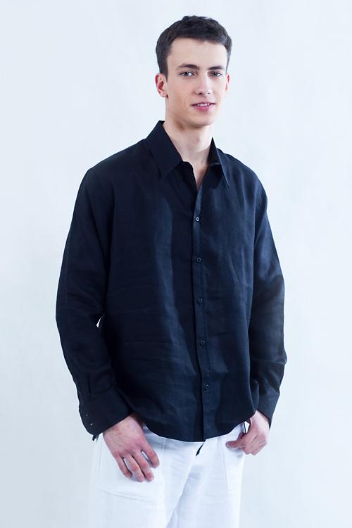 Koszula czarna , z kołnierzykiem, rozpinana.-770