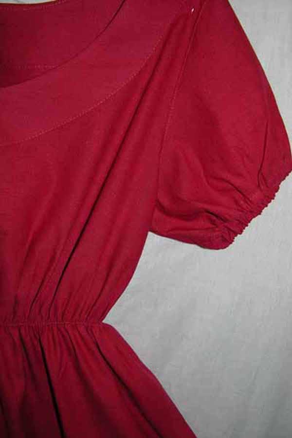 Sukienka czerwona z krótkim rękawkiem.-687