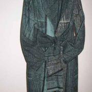 Płaszcz niebiesko-szary w plamy, zkołnierzem i frędzlami.-0