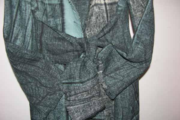Płaszcz niebiesko-szary w plamy, zkołnierzem i frędzlami.-729
