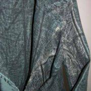 Płaszcz niebiesko-szary w plamy, zkołnierzem i frędzlami.-730