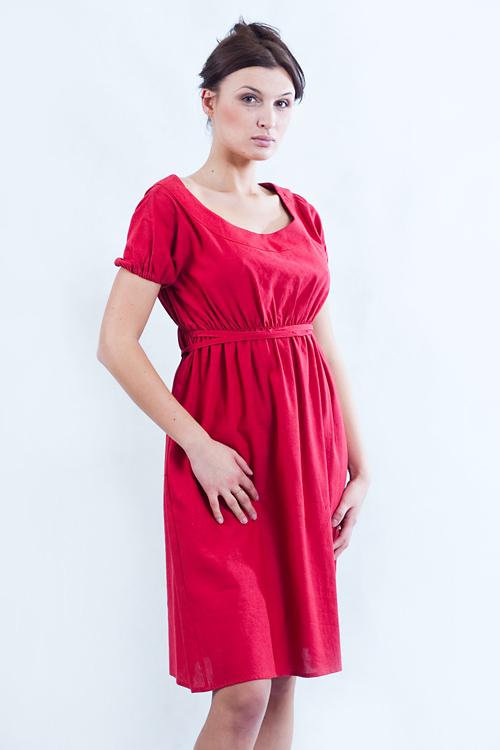 Sukienka czerwona z krótkim rękawkiem.-0