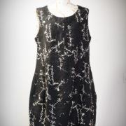 Sukienka czarna w naturalne literki.-0