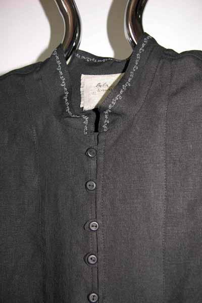 Koszula czarna ,zapinana na pętelki, mankiet marszczony.-602